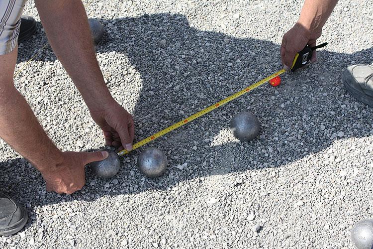 jeu de boules afstand meten tussen ballen